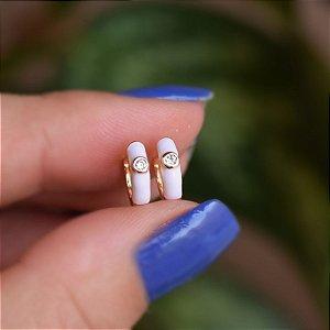 Brinco argolinha esmaltada branco cristal ouro semijoia 21a04014