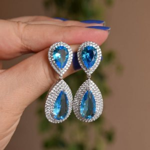 Brinco gota cristal azul ródio semijoia