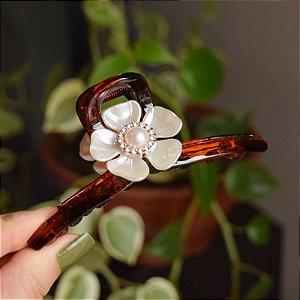 Piranha de cabelo acrílico grande flor pérola marrom
