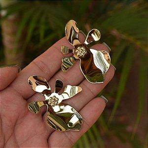 Brinco flor orquídea dourado