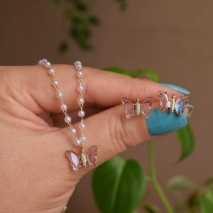 Colar e brinco borboleta pérola cristal lilás ouro semijoia