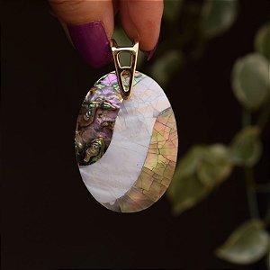 Pingente oval mosaico madrepérola e abalone ouro semijoia