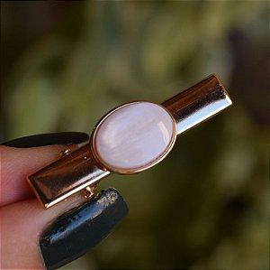 Presilha bico de pato pedra natural oval madrepérola ouro semijoia