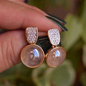 Brinco redondo pedra natural quartzo rosa zircônia ouro semijoia