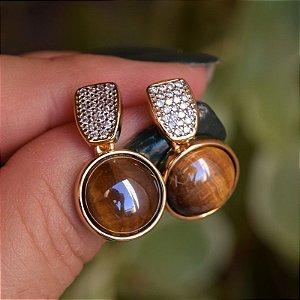 Brinco redondo pedra natural olho de tigre zircônia ouro semijoia