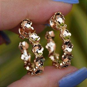 Brinco argolinha flores zircônia ouro semijoia