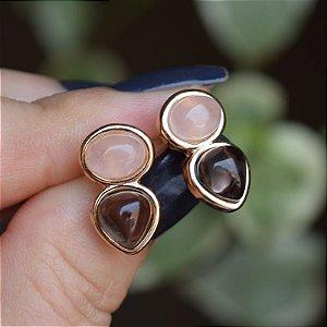Brinco pedras naturais quartzo rosa e obsidiana fumê ouro semijoia