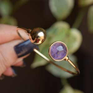 Bracelete ajustável pedra natural  ametista ouro semijoia