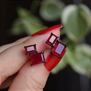 Brinco retangular cristal vermelho ródio negro semijoia
