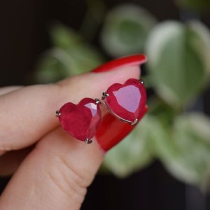 Brinco coração cristal rubi ródio semijoia 517010520