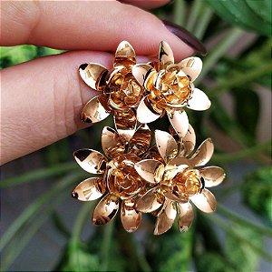 Brinco flores ouro semijoia