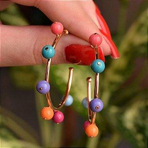 Brinco argola esferas coloridas ouro semijoia