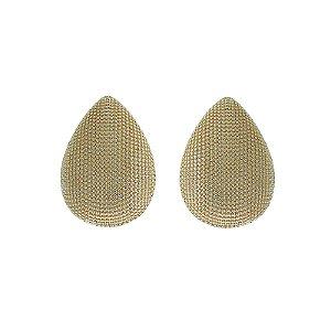 Brinco gota metal texturizado ouro semijoia 514010402