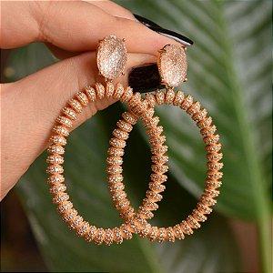 Brinco oval cristal rosê semijoia
