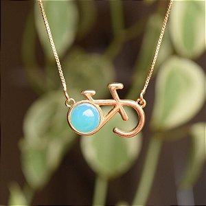 Colar bicicleta pedra natural  ágata azul céu ouro semijoia
