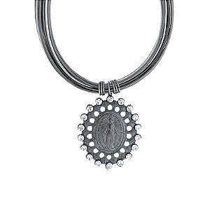 Colar Lázara Design curto couro metalizado Nossa Senhora das Graças