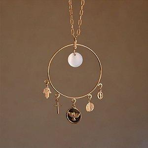 Colar longo pingente amuleto ouro semijoia