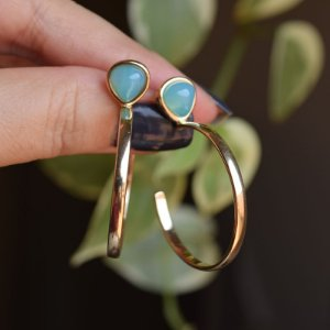 Brinco argola pedra natural ágata azul céu ouro semijoia