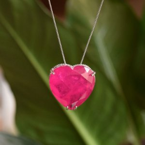 Colar Coração Cristal Fusion Fúcsia semijoia