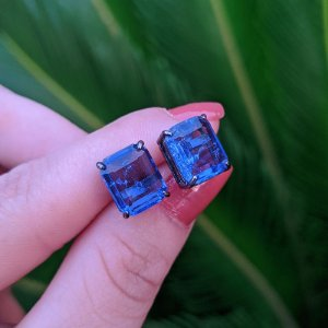 Brinco cristal azul ródio negro semijoia