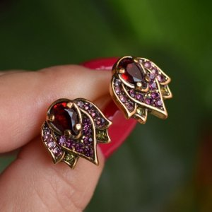 Brinco Cláudia Arbex cristais coloridos semijoia