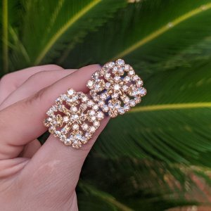Brinco Leticia Sarabia losango cristal dourado