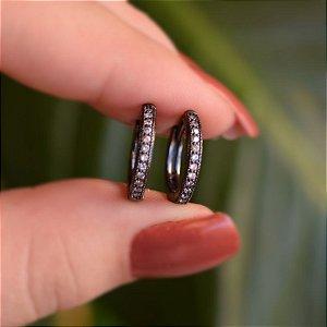 Brinco argolinha g zircônia cristal ródio negro semijoia