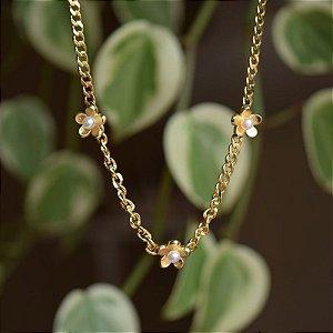 Colar choker flor com pérola ouro semijoia
