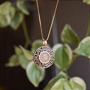 Colar roda do zodíaco pedra natural quartzo rosa ouro semijoia