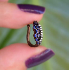Piercing de encaixe zircônia azul ródio negro semijoia