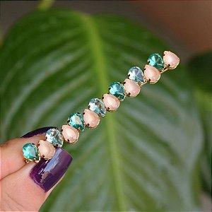 Grampo metal dourado cristal gota azul verde e rosa leitoso