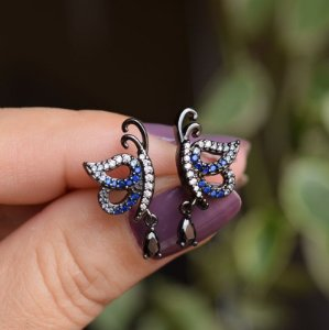 Brinco borboleta zircônia azul cristal ródio negro semijoia