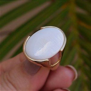 Anel oval pedra natural madrepérola ouro semijoia