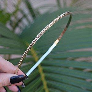 Tiara metal trançada dourada