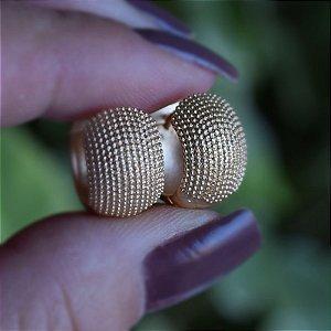 Brinco argolinha g ouro fosco texturizado semijoia 19A11024