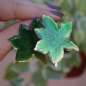 Brinco flor chapa resinado verde