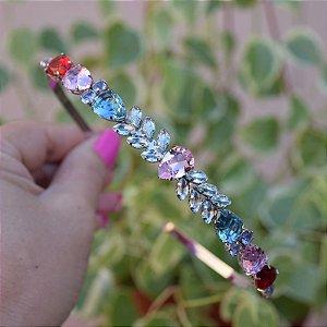 Tiara metal prateado com cristais coloridos