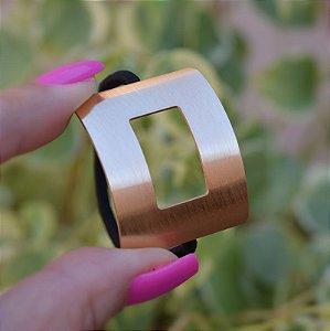 Rabicó retangular vazado metal escovado dourado