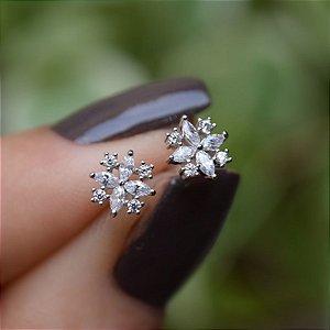 Brinco mini flor zircônia cristal ródio semijoia 19K11112
