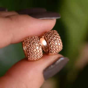 Brinco argolinha zircônia metalizado ouro rosê semijoia