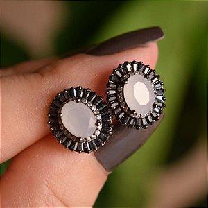 Brinco oval cristal branco leitoso zircônia black ródio negro semijoia