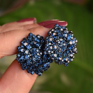 Brinco Leticia Sarabia médio cristal azul marinho