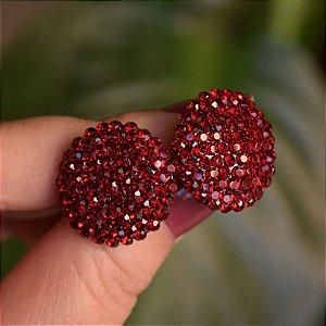 Brinco botão g Leticia Sarabia cristal vermelho escuro