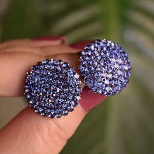 Brinco botão g Leticia Sarabia cristal lilás