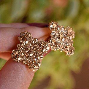 Brinco Leticia Sarabia quadrado curvas cristal dourado claro