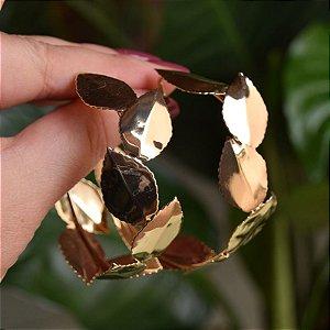 Brinco argola Leticia Sarabia folhas dourado