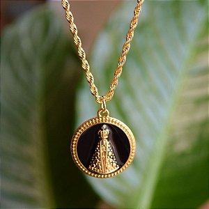 Colar Nossa Senhora Aparecida preto ouro semijoia