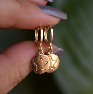 Brinco argolinha penduricalho estrela ouro semijoia