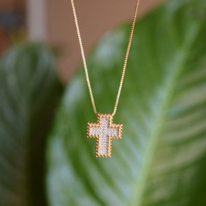 Colar crucifixo zircônia ouro semijoia