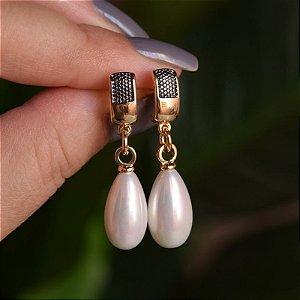 Brinco pérola shell gota ouro e ródio negro semijoia